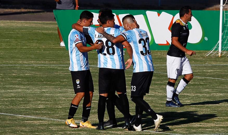 Magallanes ganó el clásico frente a Santiago Morning y queda cerca de la liguilla